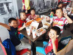taiwan kids eating